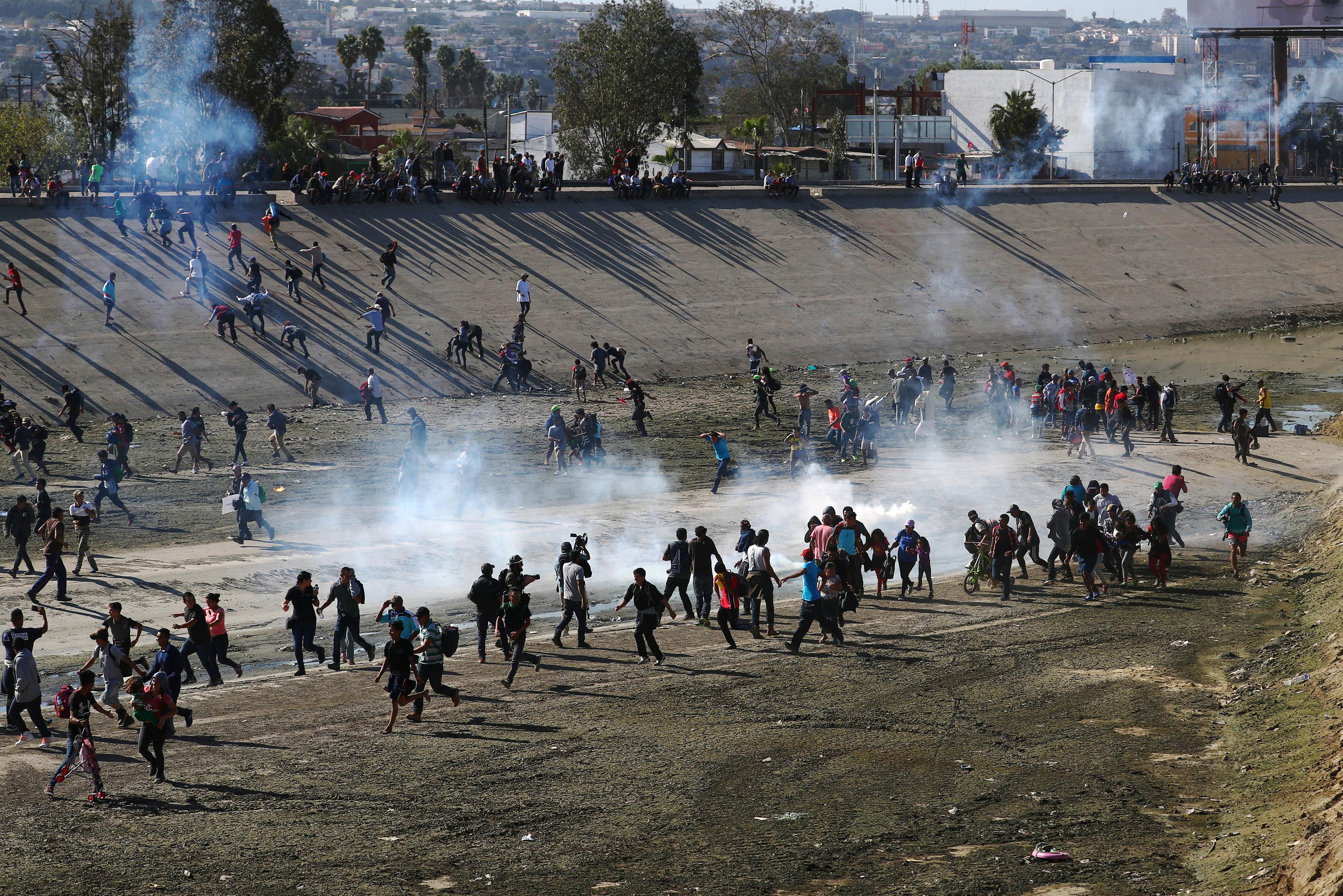 إطلاق الغازات المسيلة للدموع