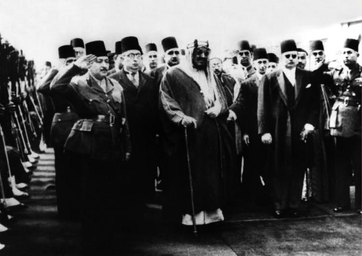 الملك فاروق يستقبل الملك عبد العزيز خلال زيارته إلى مصر