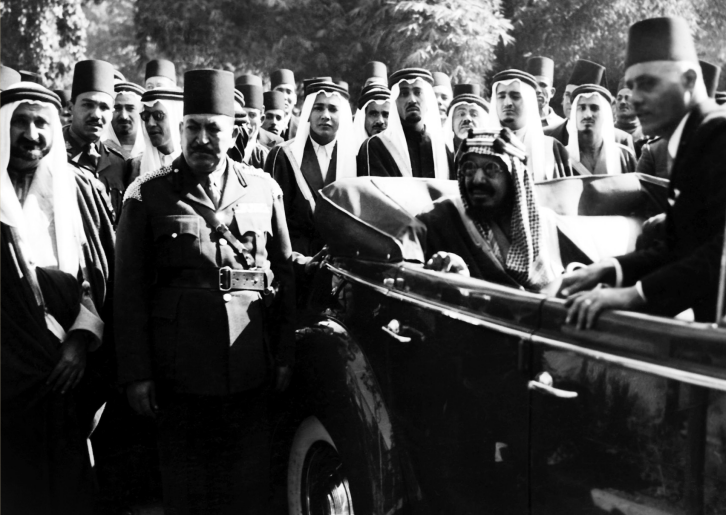 الملك عبد العزيز خلال زيارته إلى حديقة الحيوان