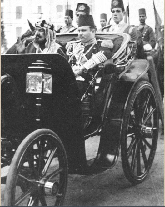 الملك فاروق فى عربة ملكية مع الملك عبد العزيز