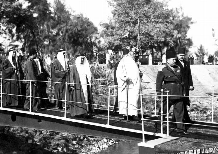 الملك عبد العزيز خلال زيارته إلى القناطر الخيرية