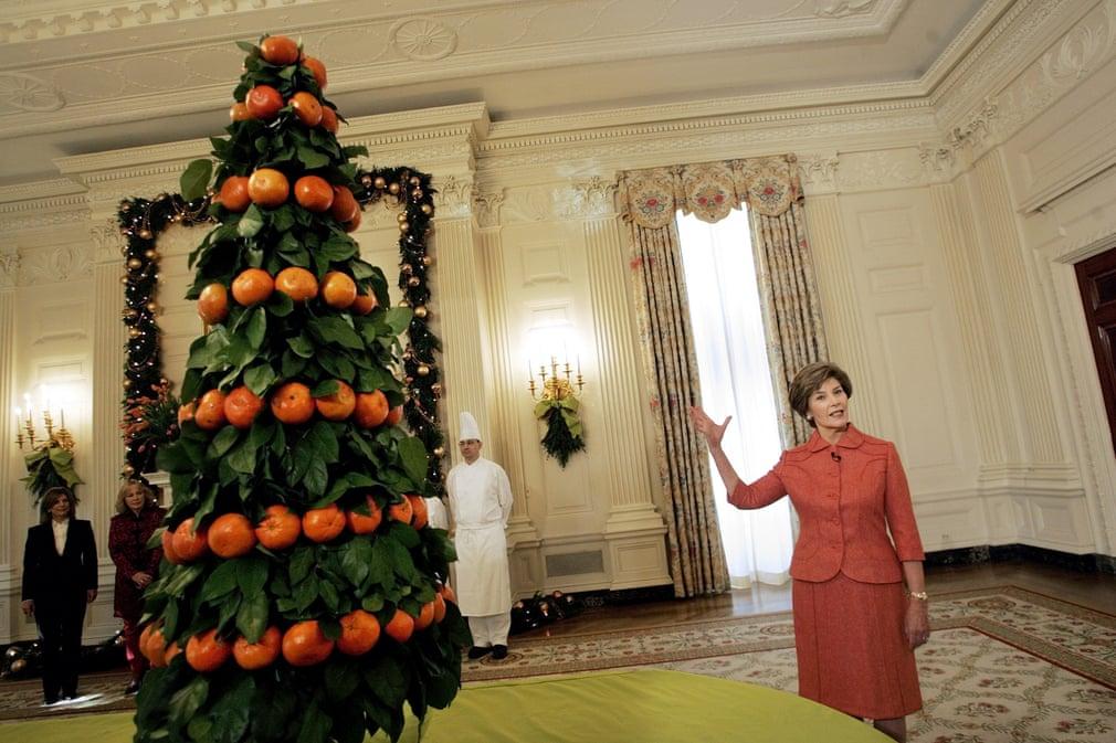 لورا بوش وشجرة البرتقال فى 2005