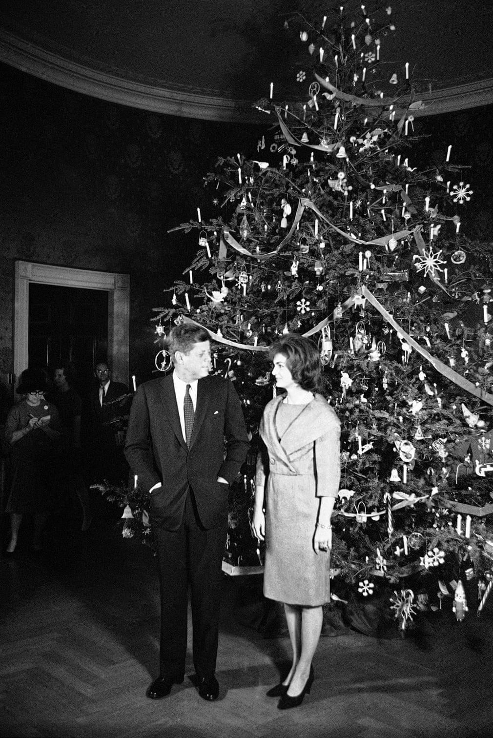 جون كينيدى وزوجته جاكى فى كريسماس 1961