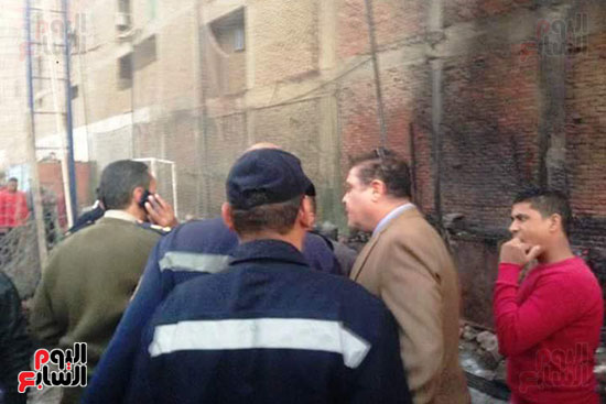 3 سيارات إطفاء للسيطرة على حريق بجراج فى شبرا الخيمة (3)