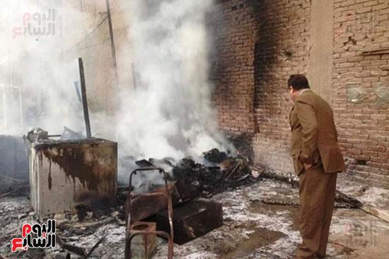3 سيارات إطفاء للسيطرة على حريق بجراج فى شبرا الخيمة (2)
