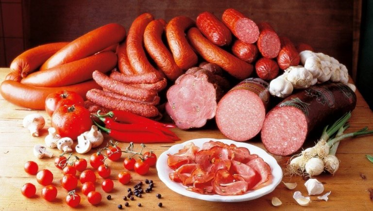 اللحوم المصنعة غنية بالكوليسترول ابتعد عنها