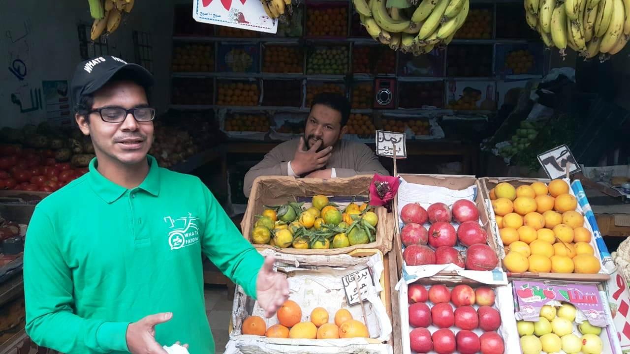 أحمد عكرة شاب ترك تخصصه لتقديم الطلبات للمنازل (1)