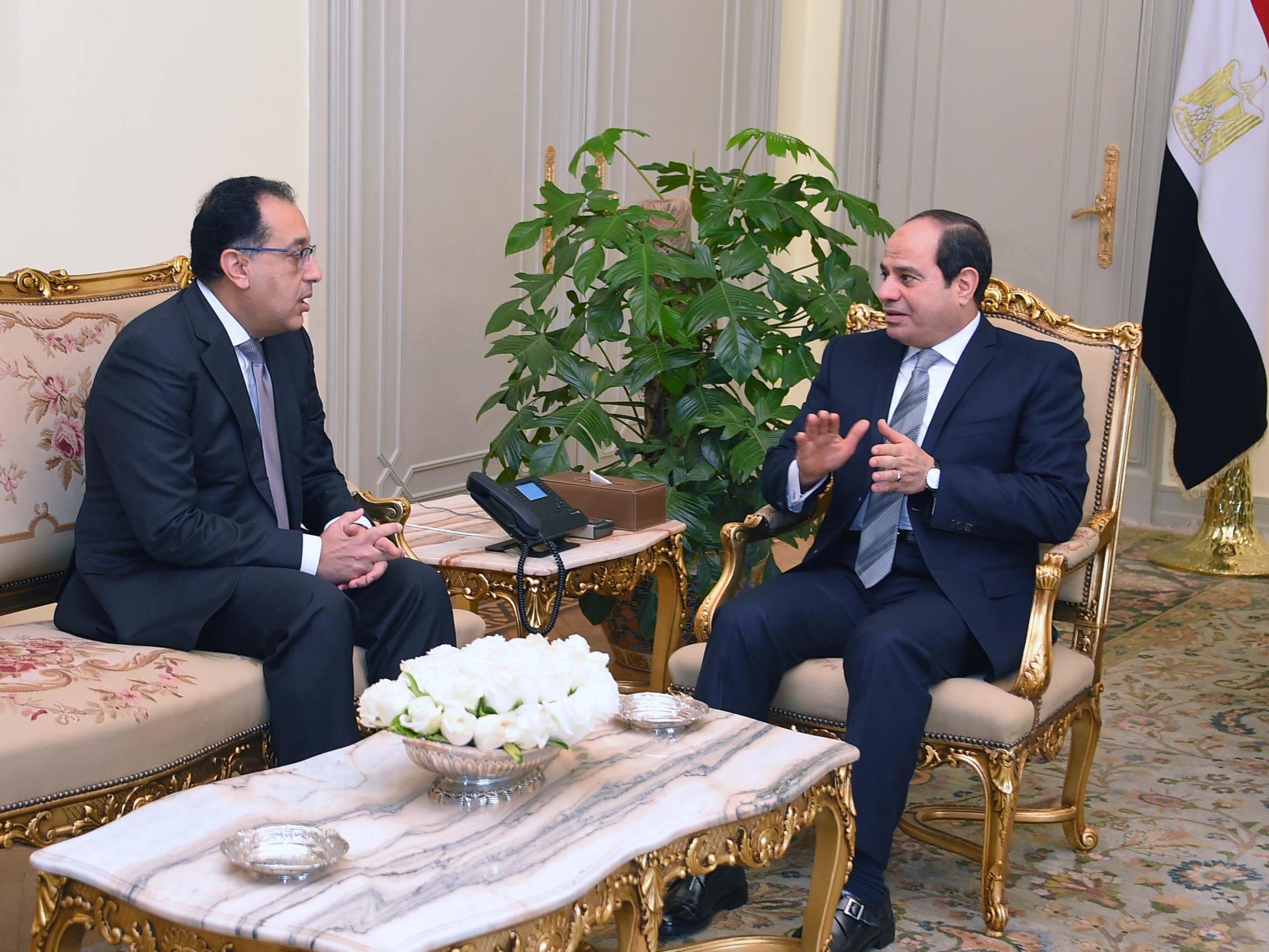 السيسى يبحث مع رئيس الوزراء المشروعات القومية
