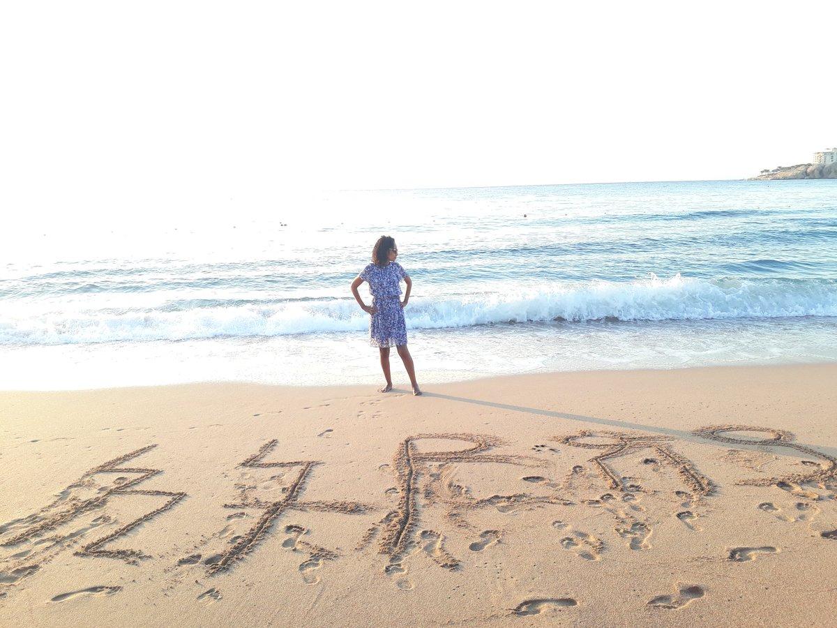 صورة لأحدى المشاركات بمنتدى شباب العالم على الشاطئ