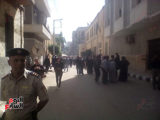 صلوات الجنازة على جثامين شهداء حادث المنيا بكنيسة الأمير تادرس (23)