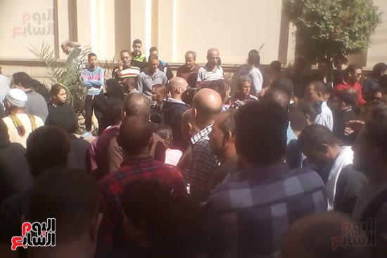 صلوات الجنازة على جثامين شهداء حادث المنيا بكنيسة الأمير تادرس (19)