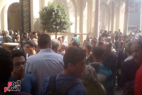 صلوات الجنازة على جثامين شهداء حادث المنيا بكنيسة الأمير تادرس (13)