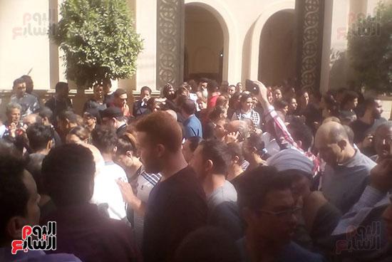 صلوات الجنازة على جثامين شهداء حادث المنيا بكنيسة الأمير تادرس (4)