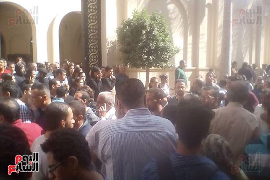 صلوات الجنازة على جثامين شهداء حادث المنيا بكنيسة الأمير تادرس (12)