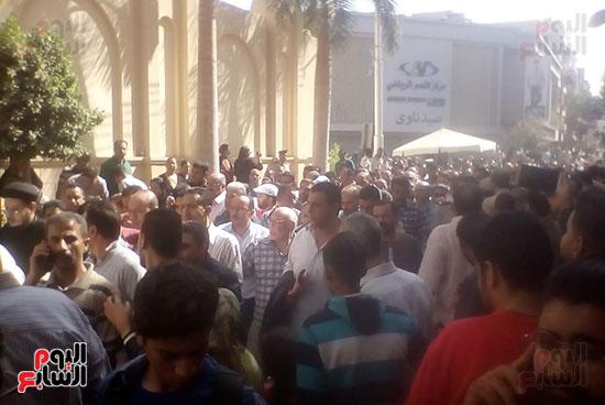 صلوات الجنازة على جثامين شهداء حادث المنيا بكنيسة الأمير تادرس (8)