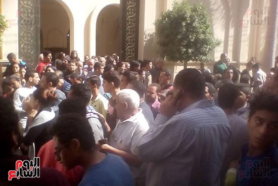 صلوات الجنازة على جثامين شهداء حادث المنيا بكنيسة الأمير تادرس (9)