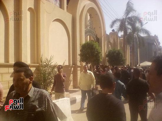 صلوات الجنازة على جثامين شهداء حادث المنيا بكنيسة الأمير تادرس (14)