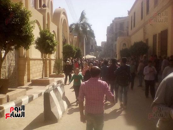 صلوات الجنازة على جثامين شهداء حادث المنيا بكنيسة الأمير تادرس (24)
