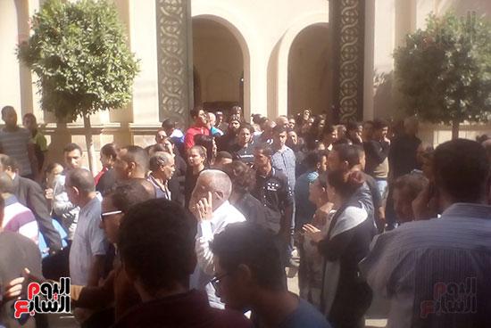 صلوات الجنازة على جثامين شهداء حادث المنيا بكنيسة الأمير تادرس (10)