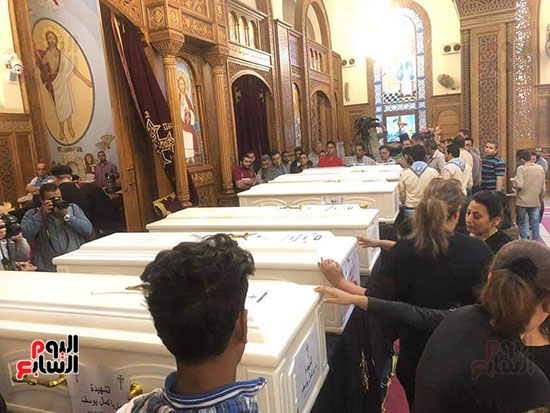 صلوات الجنازة على جثامين شهداء حادث المنيا بكنيسة الأمير تادرس (31)