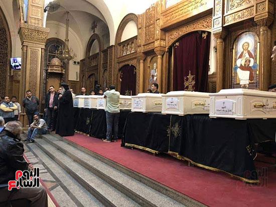 صلوات الجنازة على جثامين شهداء حادث المنيا بكنيسة الأمير تادرس (2)