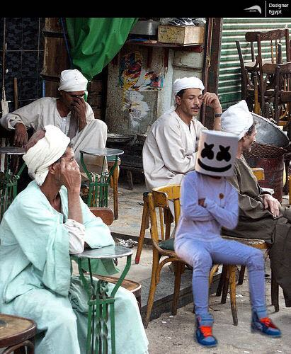صورة تخيلية لمارشميلو يجلس على مقهى بلدى فى القاهرة