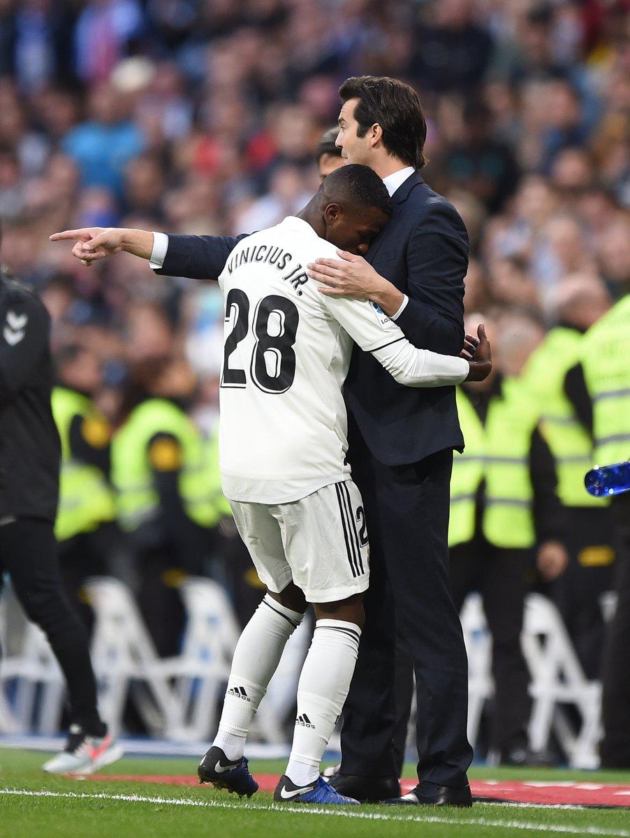 فينيسيوس جونيور مع مدرب ريال مدريد
