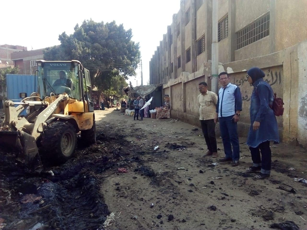رفع القمامة من أمام مدرسة بشبين القناطر (7)