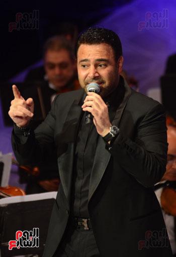 صور عاصي الحلاني يتألق في ثالث فعاليات مهرجان الموسيقي  (32)