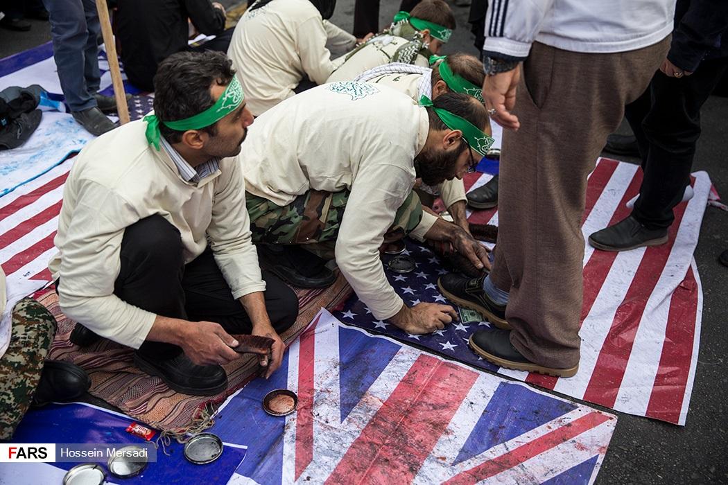 تعمد الإيرانيين إهانة العلم الأمريكى والبريطانى
