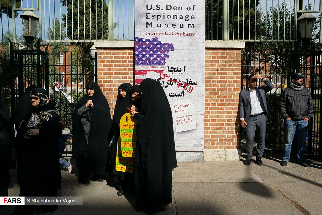 سور السفارة الأمريكية فى طهران
