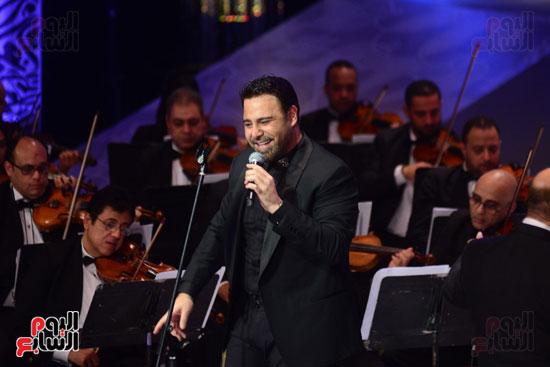 صور عاصي الحلاني يتألق في ثالث فعاليات مهرجان الموسيقي  (16)
