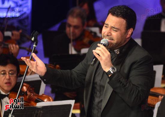 صور عاصي الحلاني يتألق في ثالث فعاليات مهرجان الموسيقي  (33)