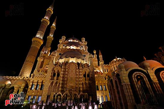 مسجد-الصحابة-يتألق-ليلاً