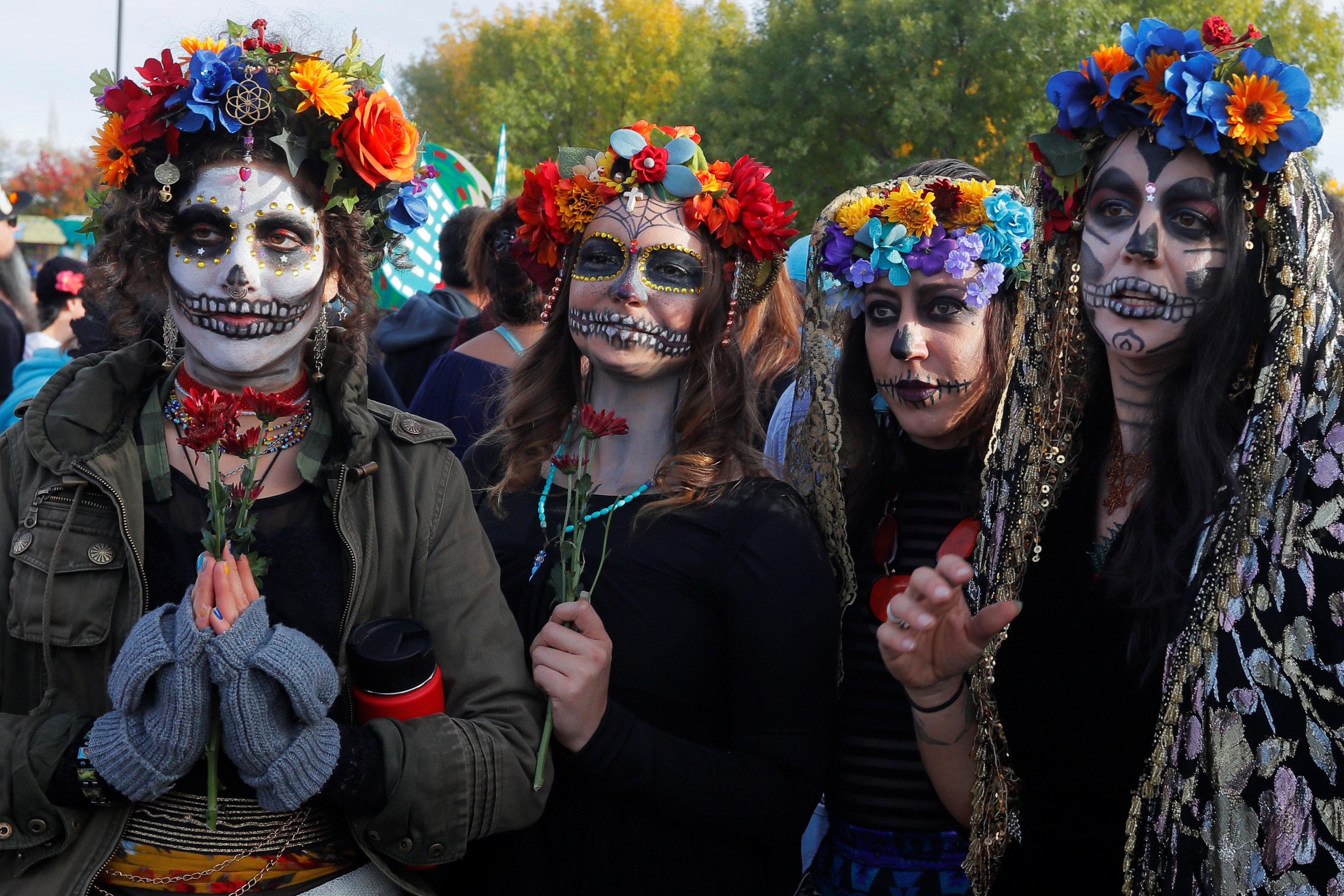 مكسيكيون يحتفلون بـيوم الموتى (4)