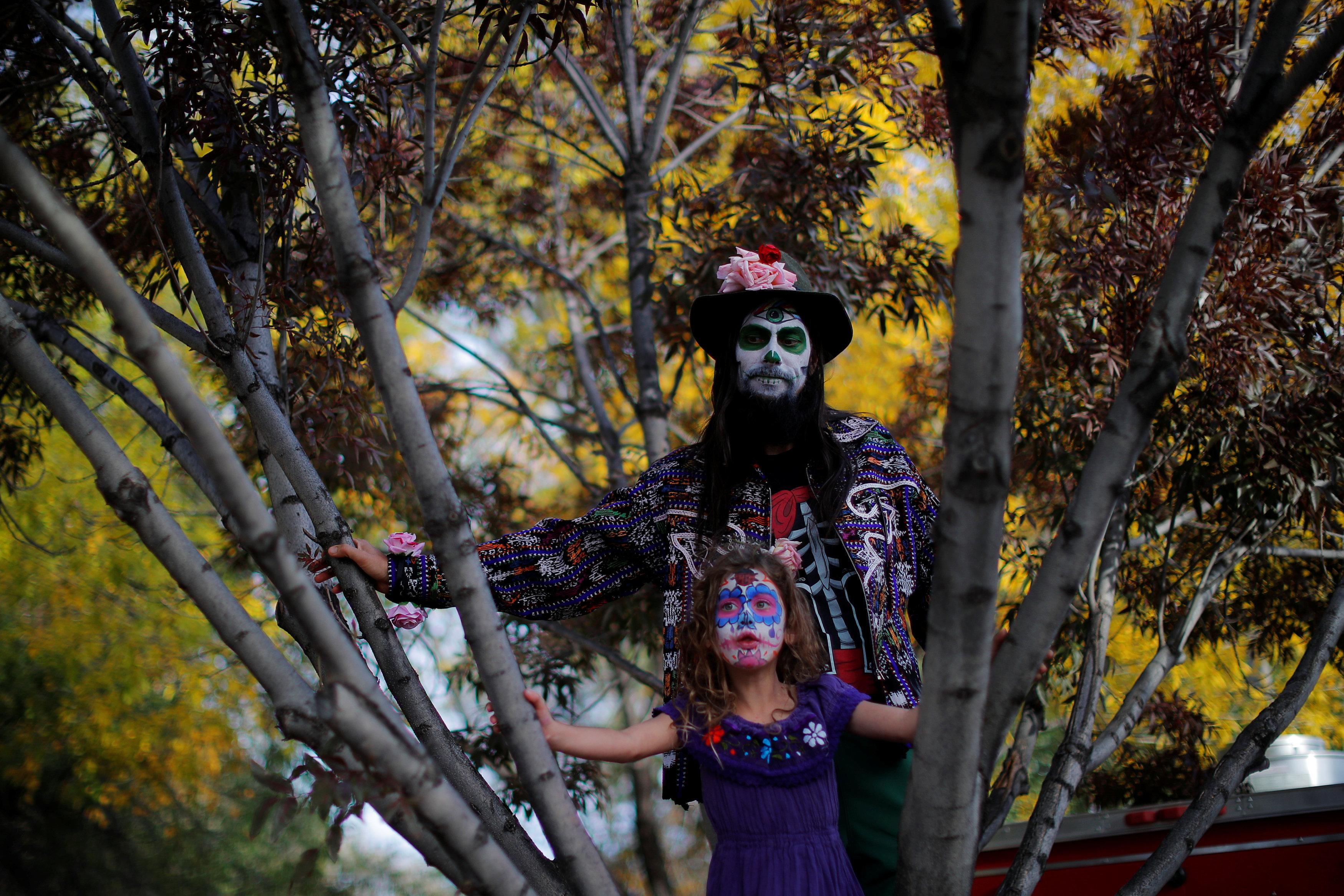 مكسيكيون يحتفلون بـيوم الموتى (2)