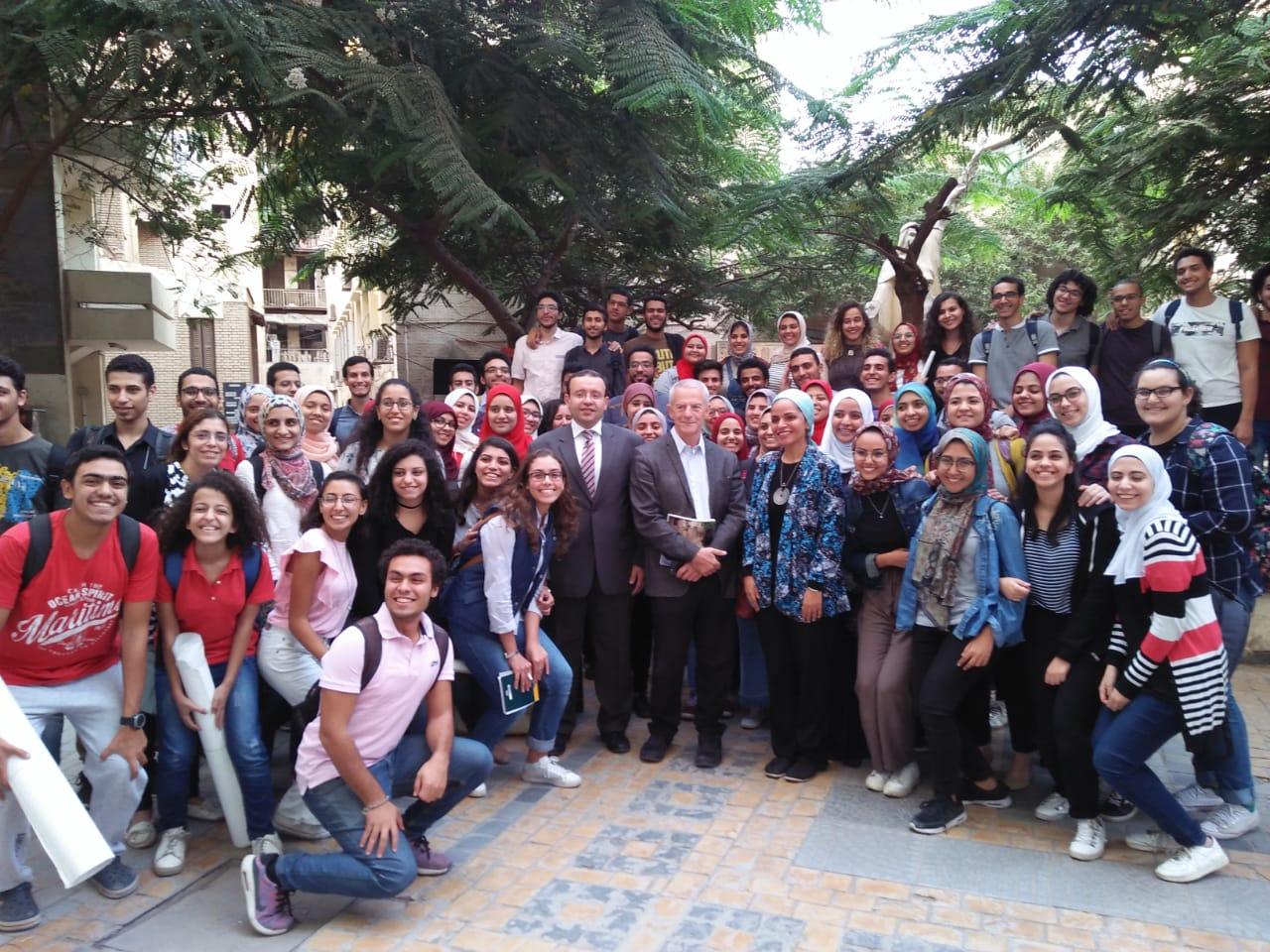 5 الدكتور محمد مجدى أبو النور والدكتورة دعاء شحاتة وعدد من الطلاب والطالبات