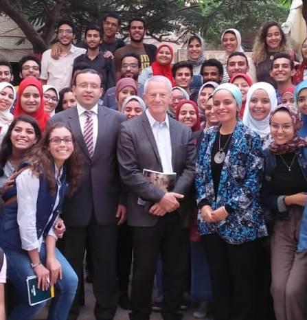 4 الدكتور محمد مجدى أبو النور والدكتورة دعاء شحاتة وعدد من الطلاب والطالبات