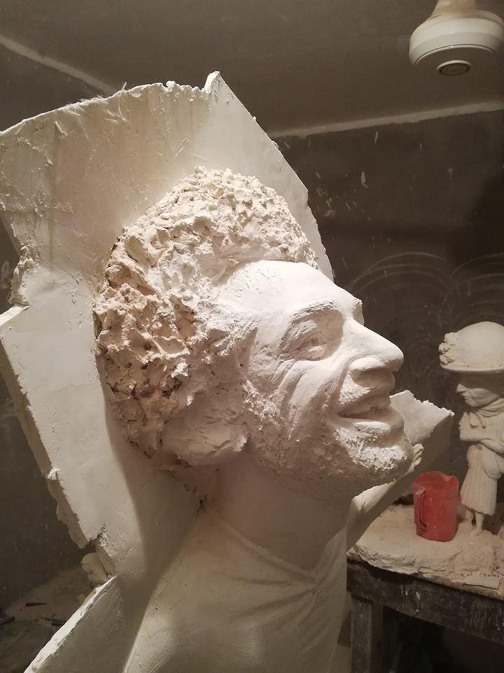 تمثال صلاح قبل الصب