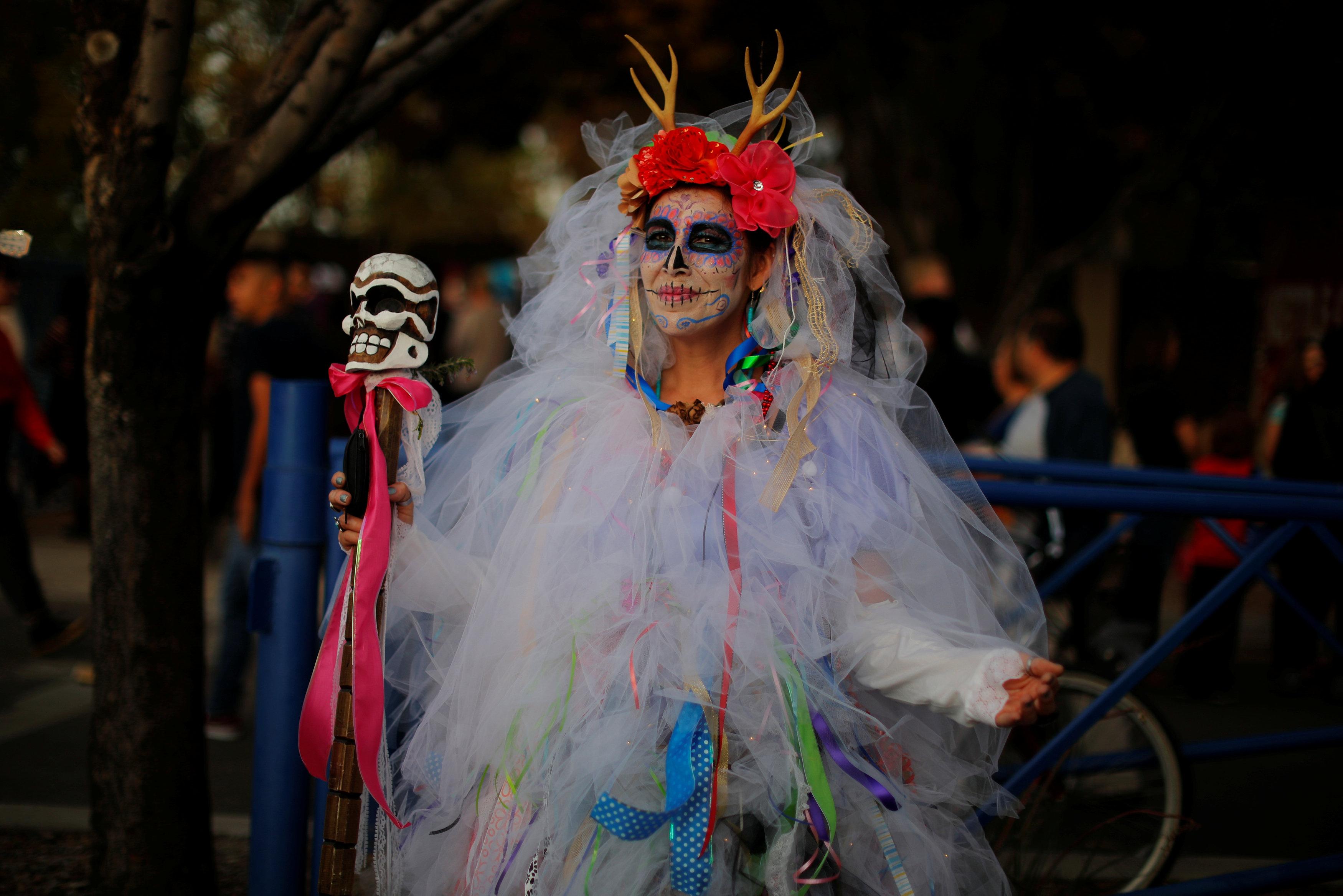 مكسيكيون يحتفلون بـيوم الموتى (5)