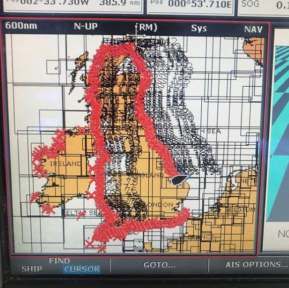 المسار الذى قطعه روس عوماً حول بريطانيا