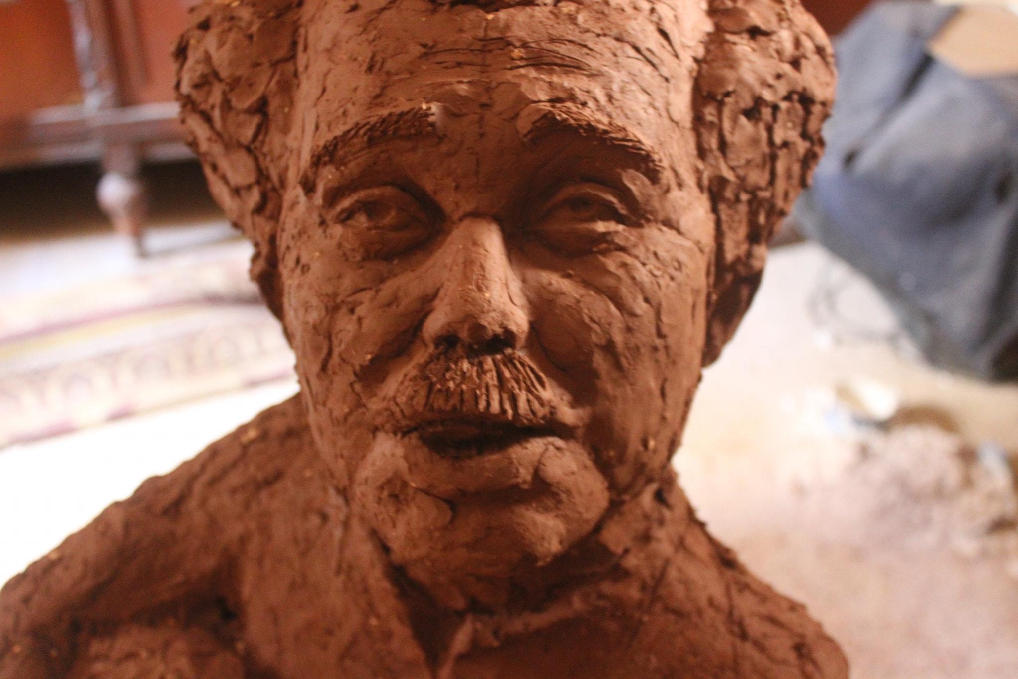 صورة لتمثال الشيخ حسنى