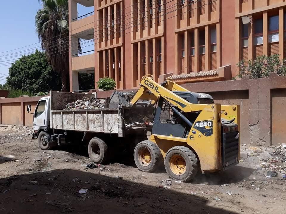 تعرف علي حملات مجالس المدن لإزالة القمامة وتنظيف الشوارع والمظهر السياحي بالأقصر (1)