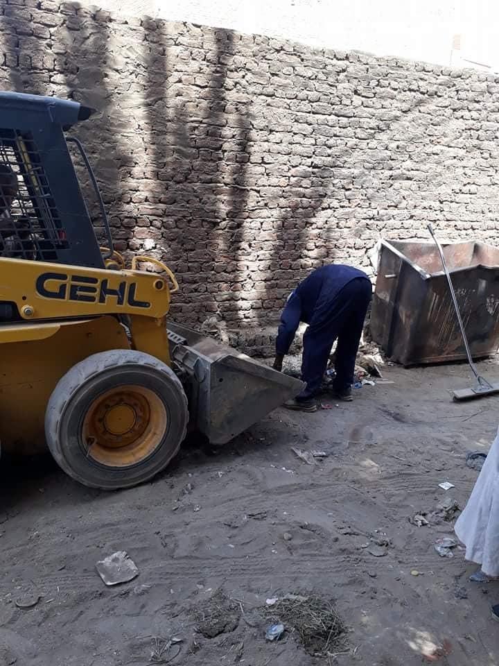 تعرف علي حملات مجالس المدن لإزالة القمامة وتنظيف الشوارع والمظهر السياحي بالأقصر (3)
