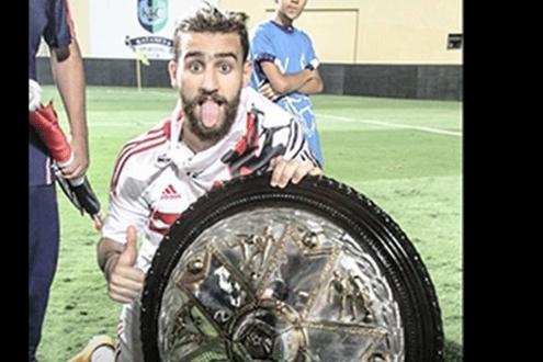 باسم مرسى مع درع الدورى