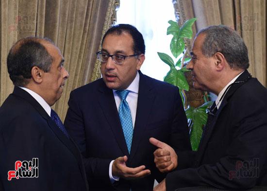 اجتماع الحكومه (2)