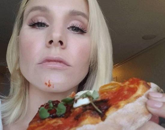 رجيم ـ كريستين بيل تأكل البيتزا