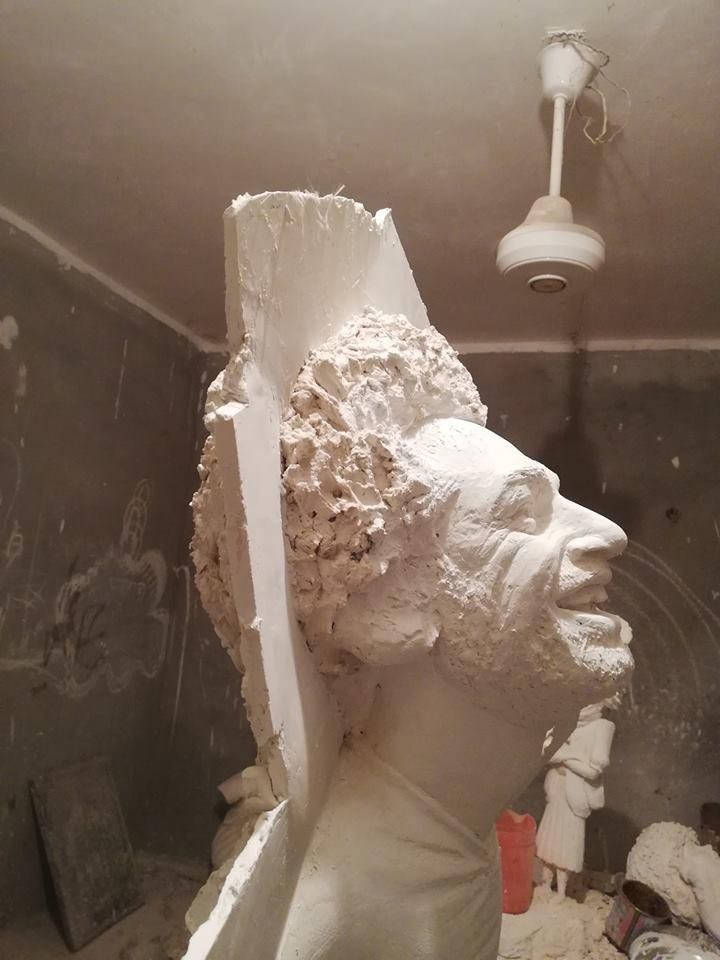 65438-تمثال-صلاح-قبل-الصب-بالبرونز