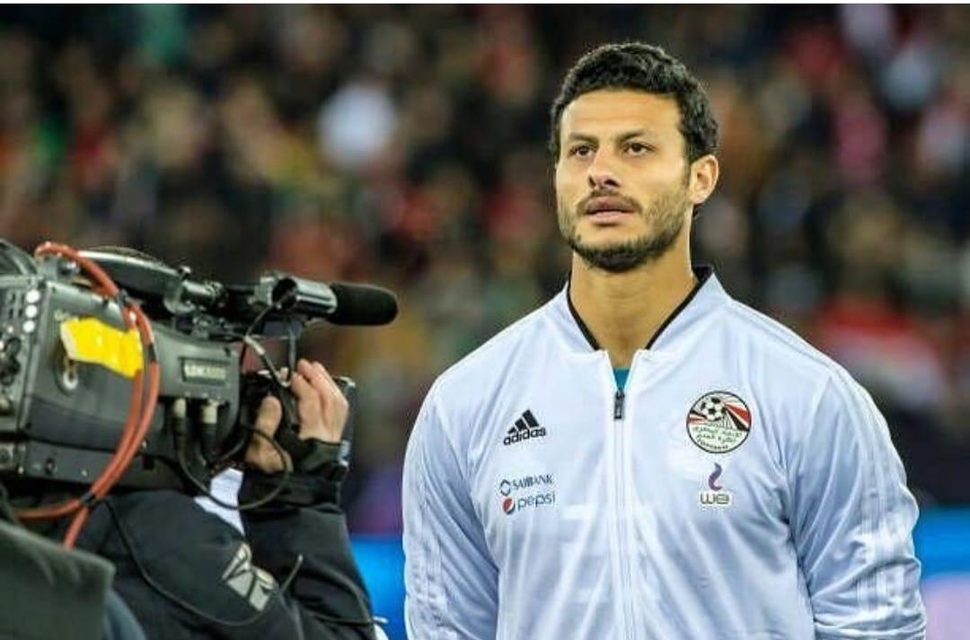 محمد الشناوى يردد النشيد الوطنى