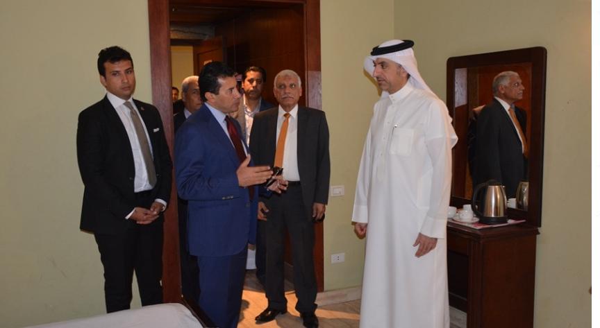 اشرف صبحى ووزير الرياضة البحرينى